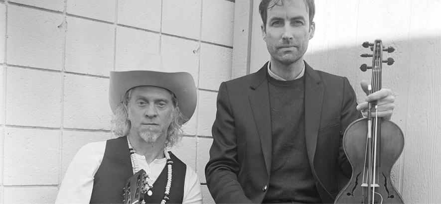 """Pressefoto von Andrew Bird und Jimbo Mathus, die mit """"These 13"""" ein gemeinsames Album angekündigt haben."""