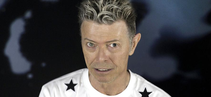 """Bild aus dem letzten Photoshoot von David Bowie. Zum 5. Todestag des britischen Sängers ist sein Song """"I Can't Give Everything Away"""" heute unser Track des Tages."""