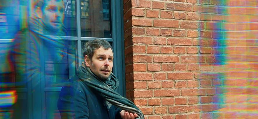"""Der Musiker Stefan Bürgermeister alias Bü. Sein Song """"Night Train"""" ist heute unser Track des Tages."""