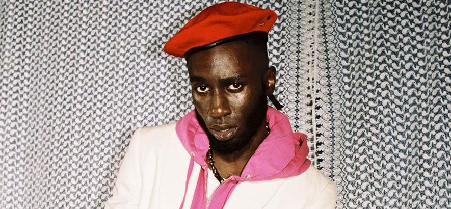 """Promo-Foto des britischen Rappers Kojey Radical, dessen Stück """"28 & Sublime"""" heute unser Track des Tages ist."""