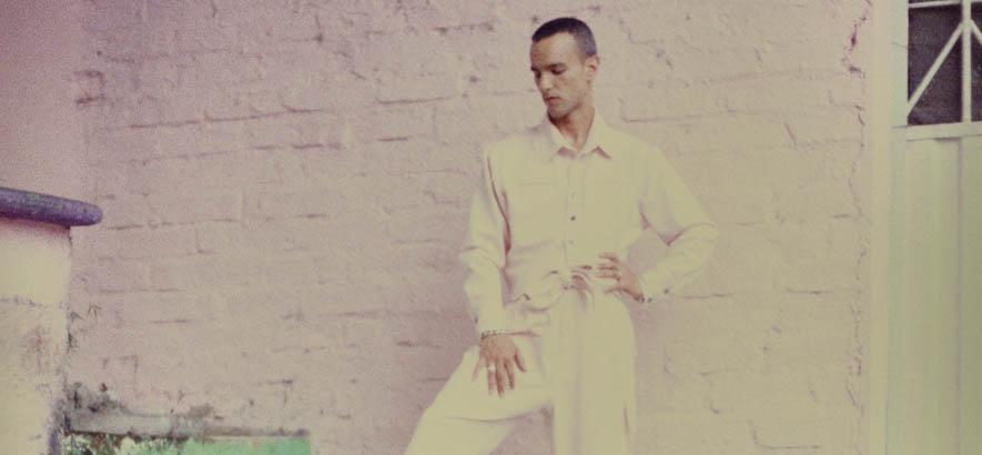 """Pressebild des Sängers und Musikers Gabriel Garzon-Montano, dessen Song """"Someone"""" im Armando-Young-Remix mit Jamila-Woods-Feature heute unser Track des Tages ist."""