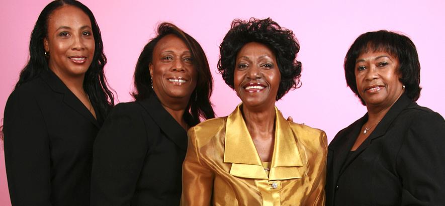 Foto der Gruppe Naomi Shelton & The Gospel Queens, in der Mitte Gospel-Sängerin Naomi Shelton, die im Alter von 78 Jahren gestorben ist.
