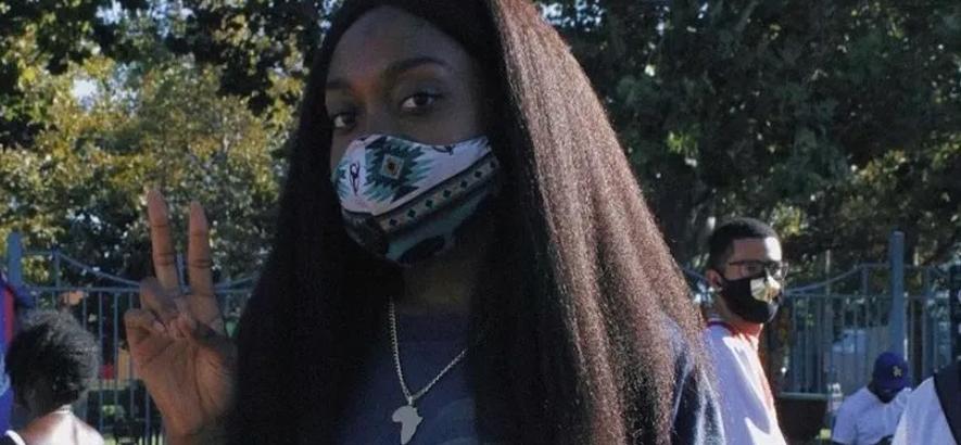 """Foto der Chicagoer Rapperin Noname, die mit """"Rainforest"""" eine neue Single veröffentlicht hat."""