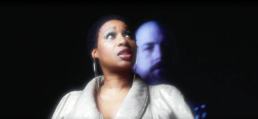 """Screenshot aus dem Video zu unserem heutigen Track des Tages """"Always Fly"""" (feat. Terri Walker) von Raf Rundell."""