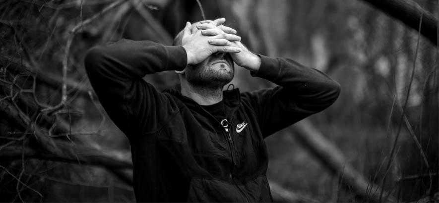 """Pressebild von Andy Stott. Sein Stück """"The Beginning"""" ist heute unser Track des Tages."""