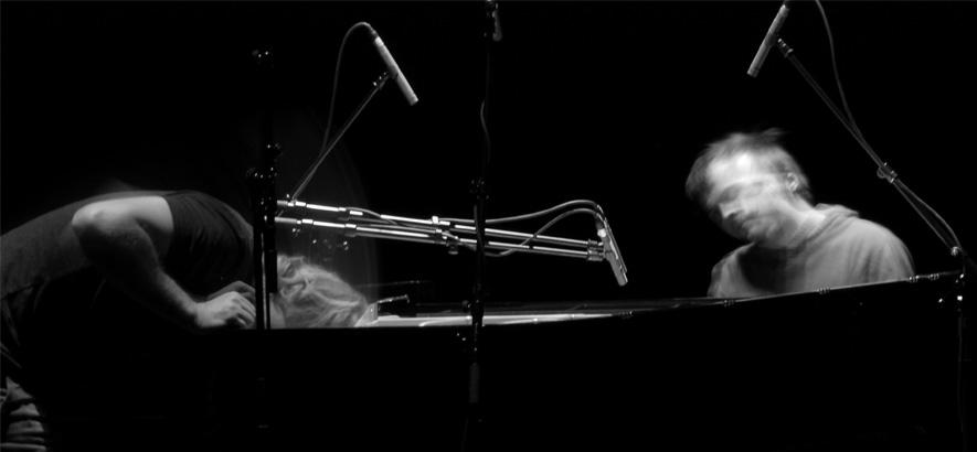 """Foto des Pianisten und Komponisten Nils Frahm, der ein Album namens """"Graz"""" veröffentlicht hat."""