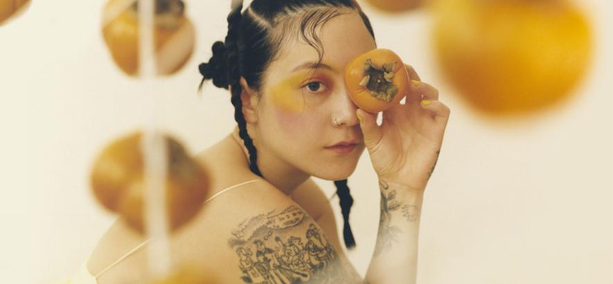 """Pressefoto von Michelle Zauner aka Japanese Breakfast, die mit """"Jubilee"""" ein neues Album angekündigt hat."""