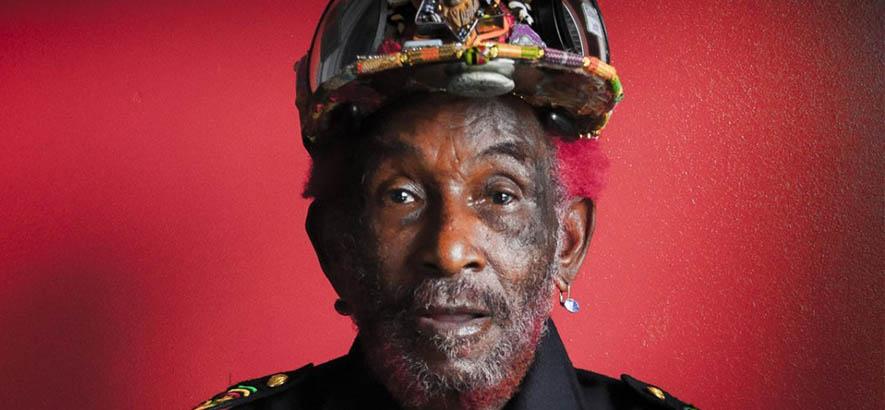"""Der jamaikanische Musikproduzent Lee Perry. Das von ihm produzierte """"Congoman"""" von The Congos ist heute zum 85. Geburtstag von Lee """"Scratch"""" Perry unser Track des Tages."""