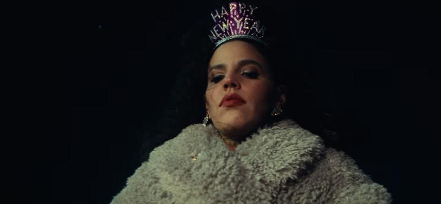 """Screenshot aus dem Video von Xenia Rubinos - """"Did My Best""""."""