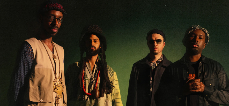 "Foto der britischen Jazz-Band Sons Of Kemet, die ein neues Album namens ""Black To The Future"" angekündigt hat"