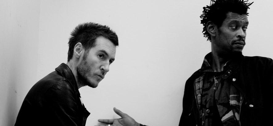 """Pressebild des Trip-Hop-Acts Massive Attack, deren Song """"Safe From Harm"""" vor 30 Jahren ihr Debütalbum """"Blue Lines"""" eröffnete."""