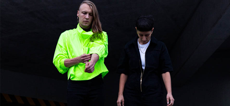"""Pressebild des Duos We Will Kaleid, dessen Stück """"Lure"""" heute unser Track des Tages ist."""
