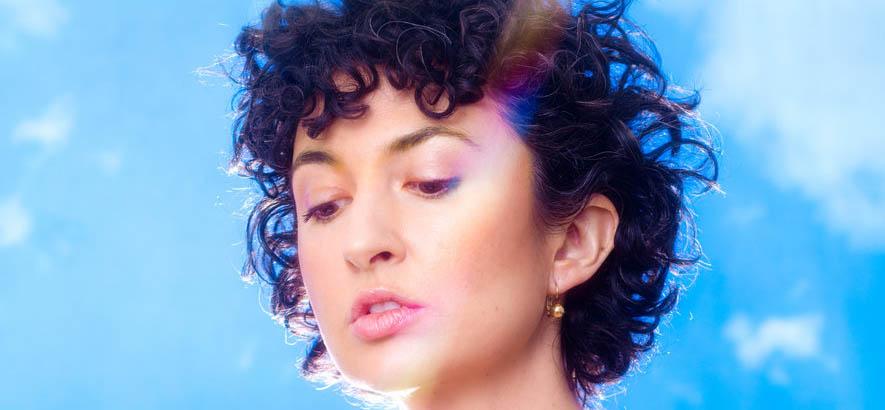 """Foro der US-amerikanischen Sängerin und Musikerin Lip Talk, deren Song """"Bargain Day"""" heute unser Track des Tages ist."""