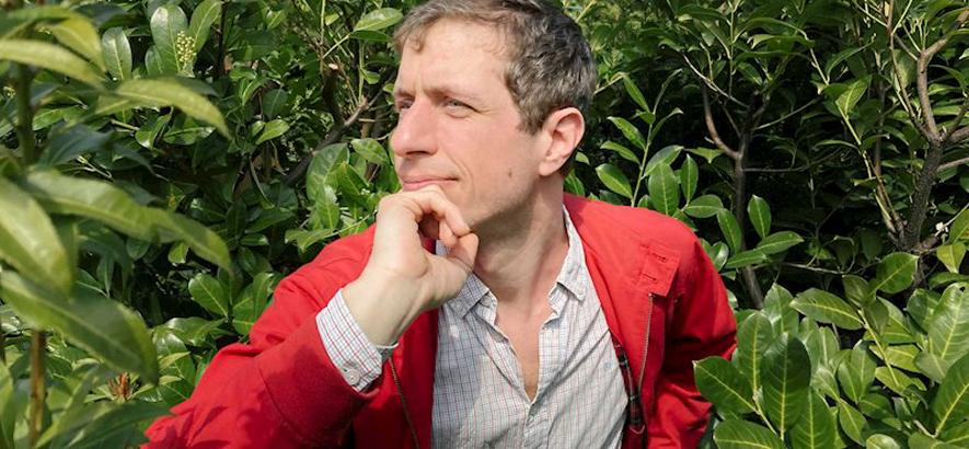 """Foto von Manuel Scuzzo, dessen Musikvideo """"Zu Besuch im Wald"""" heute Premiere bei ByteFM feiert."""