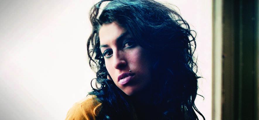 """Pressebild von Amy Winehouse. """"Do Me Good"""", die B-Seite ihres Hits """"Rehab"""", ist unser Track des Tages am zehnten Todestag der britischen R&B-Sängerin."""