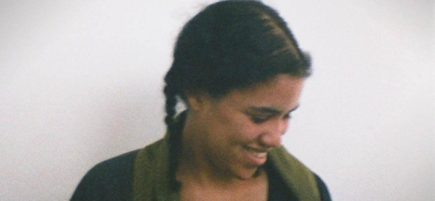 """Foto der Sängerin Elan Tamara, deren Stück """"Then You Say"""" der heutige ByteFM Track des Tages ist."""