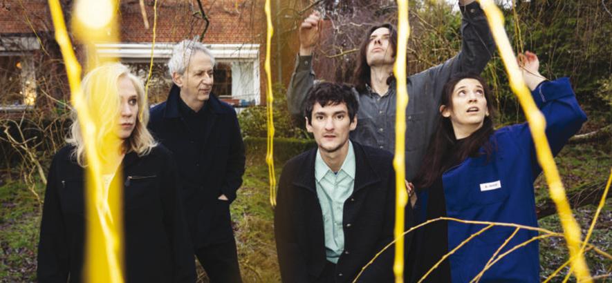 """Foto der belgischen Band Aksak Maboul, die mit """"Redrawn Figures 1"""" und """"Redrawn Figures 2"""" zwei neue Alben mit Remixen, Coverversionen und neuen Versionen ihrer Stücke angekündigt hat."""