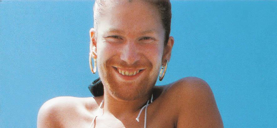 """Das Gesicht von Aphex Twin auf einem Frauenkörper im Bikini auf dem Cover seiner Single """"Windowlicker""""."""