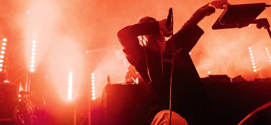 Foto der Musikerin Catnapp bei ihrem Auftritt in Hamburg im Moondoo