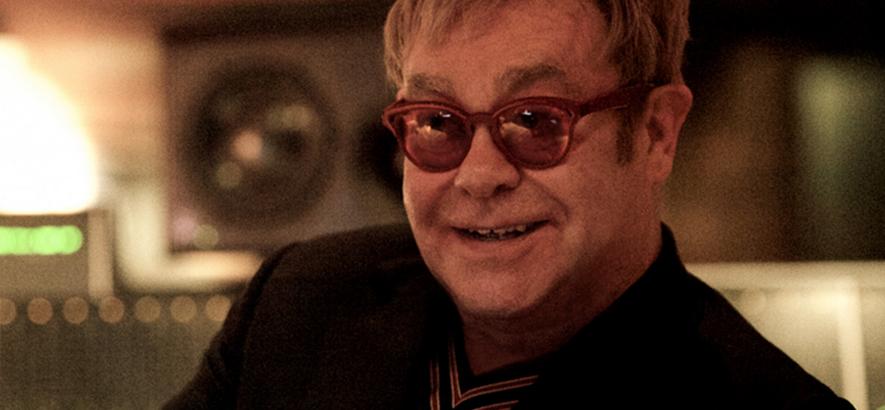 """Bild von Elton John, der mit """"The Lockdown Sessions"""" ein neues Album angekündigt hat."""