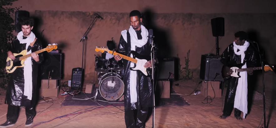 "Filmstill aus dem Film ""Afrique Victime: The Documentary"" von Mdou Moctar"