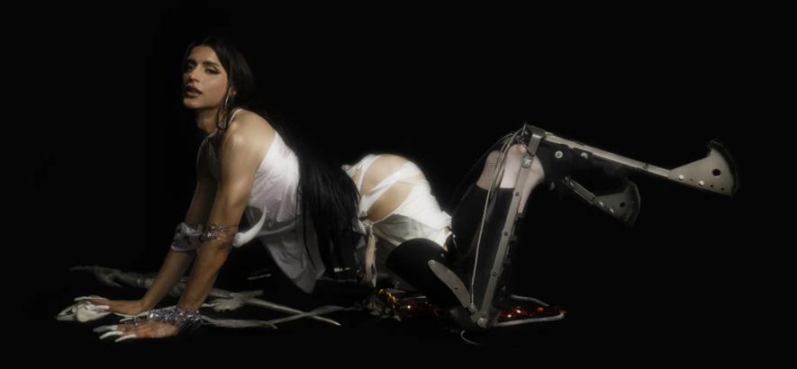 """Foto von Alejandra Ghersi aka Arca, die mit """"Kick ii"""" ein neues Album angekündigt hat."""