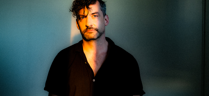 """Foto von Simon Green alias Bonobo, der mit """"Fragments"""" sein siebtes Album angekündigt hat."""