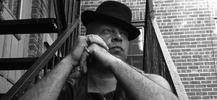 """Pressebild des britischen Funk-Musikers Colonel Red. Sein Stück """"Cry Your Pain"""" ist heute unser Track des Tages."""