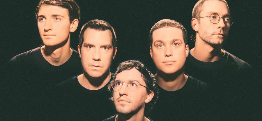 """Pressebild der kanadischen Band Corridor, deren Single """"Et Hop"""" heute unser Track des Tages ist."""