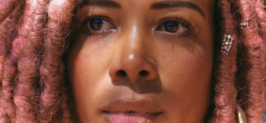 """Bilder der R&B-Musikerin Kelis, die mit """"Midnight Snacks"""" eine neue Single herausgebracht hat."""